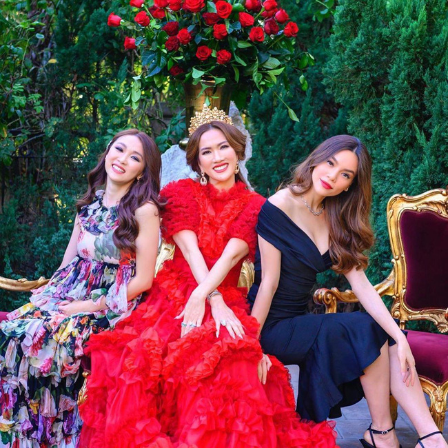 Nữ tỷ phú người Việt ở Mỹ từng được Hà Hồ, Vũ Khắc Tiệp tới thăm tổ chức sinh nhật trải toàn hoa hồng đắt đỏ không thua gì đám cưới hoàng gia-8