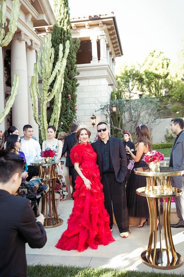 Nữ tỷ phú người Việt ở Mỹ từng được Hà Hồ, Vũ Khắc Tiệp tới thăm tổ chức sinh nhật trải toàn hoa hồng đắt đỏ không thua gì đám cưới hoàng gia-9