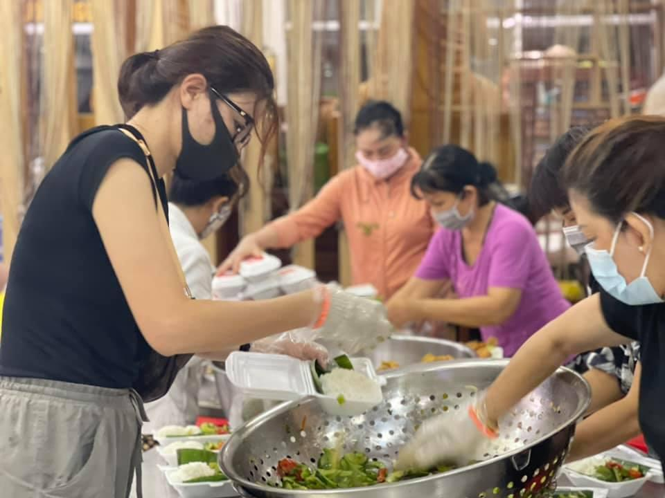 Sao Việt lên án đã từ thiện thì đừng phân biệt sang hèn-2