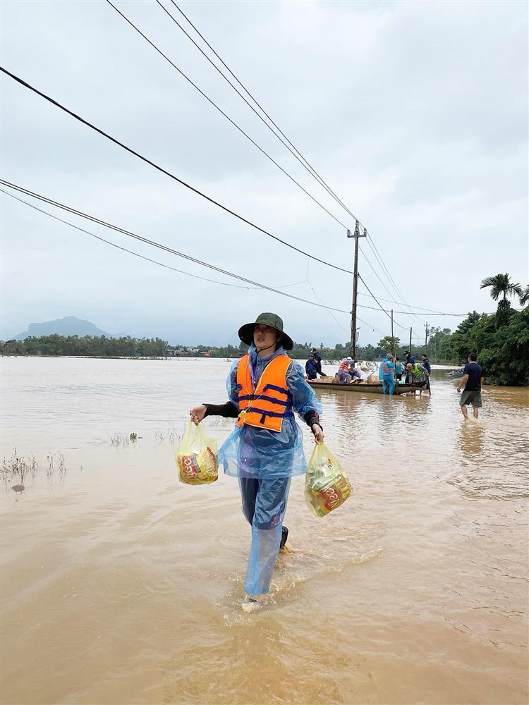 Sao Việt lên án đã từ thiện thì đừng phân biệt sang hèn-4