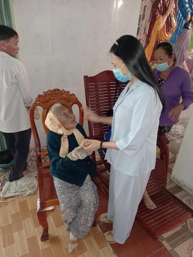 Mẹ Thuỷ Tiên đáp trả khi bị netizen chỉ trích chuyện từ thiện: Nếu cô tạo nghiệp thì không ai che đậy được, chỉ trừ cô tự sám hối ăn năn-5