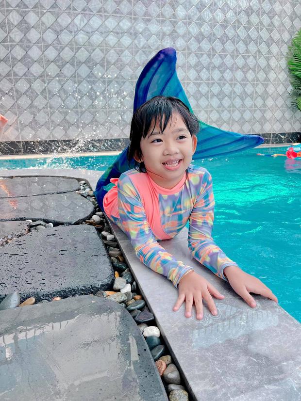 Con gái cố diễn viên Mai Phương nay lớn thấy rõ, xem cuộc đối thoại giữa Phùng Ngọc Huy và bảo mẫu là biết bé sống thế nào-3