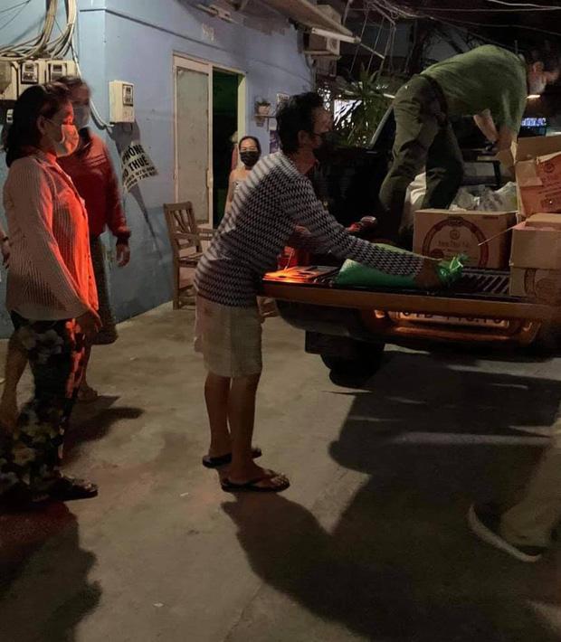 Đóng góp tận 20 tấn gạo từ thiện mùa dịch, Thuỷ Tiên bỗng bị tràn vào Facebook tố phân biệt đối xử-4