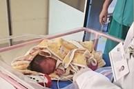 Đứa trẻ mới sinh được đẩy ra khỏi phòng nhưng không tìm thấy người thân, lí do đau lòng khiến ai cũng phẫn nộ