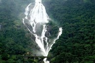 Thác nước 4 tầng cao hơn 300 m ở Ấn Độ