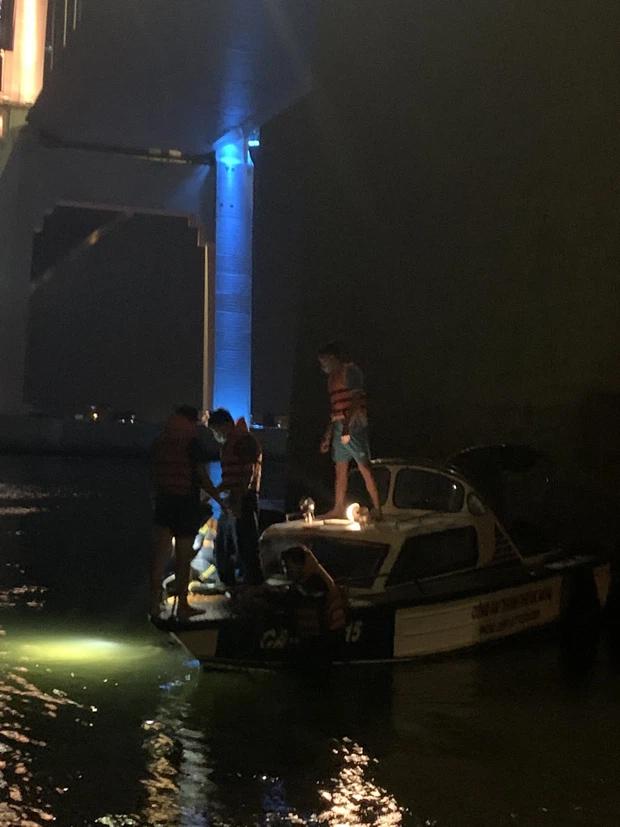 Nam nhân viên giao hàng nhảy cầu Thuận Phước tự tử-1