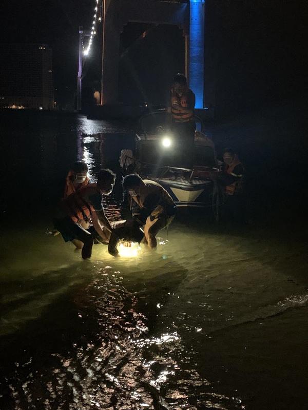 Nam nhân viên giao hàng nhảy cầu Thuận Phước tự tử-2