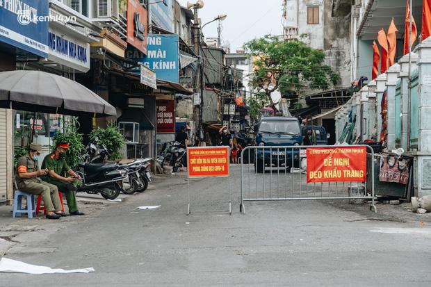 2 mẹ con ở Hà Nội dương tính SARS-CoV-2 dù 1 tháng nay không đi đâu xa, thiết lập 5 chốt phong tỏa-1