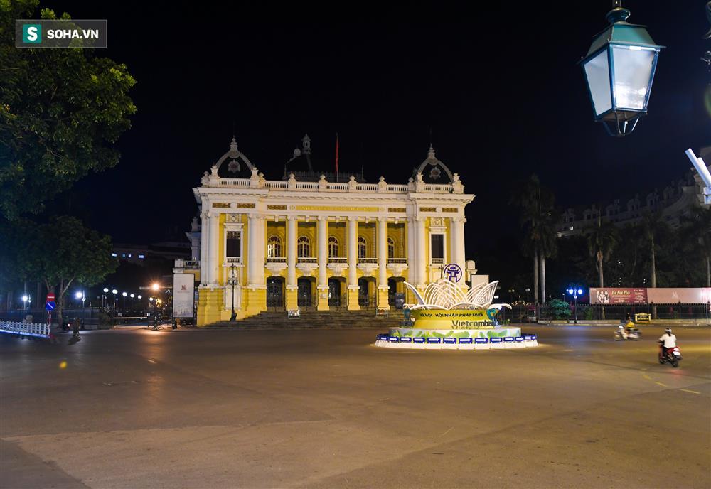 Đường phố Hà Nội vắng vẻ đến bất ngờ sau lời kêu gọi người dân ở nhà của lãnh đạo Thành phố-1