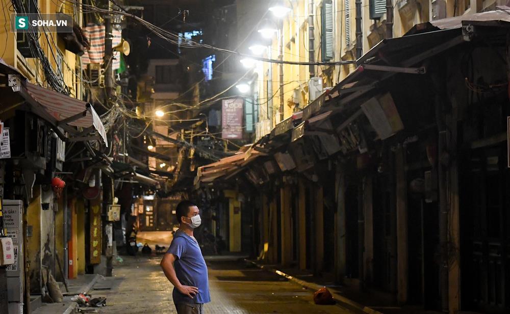 Đường phố Hà Nội vắng vẻ đến bất ngờ sau lời kêu gọi người dân ở nhà của lãnh đạo Thành phố-10
