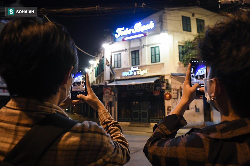 Đường phố Hà Nội vắng vẻ đến bất ngờ sau lời kêu gọi người dân ở nhà của lãnh đạo Thành phố-11