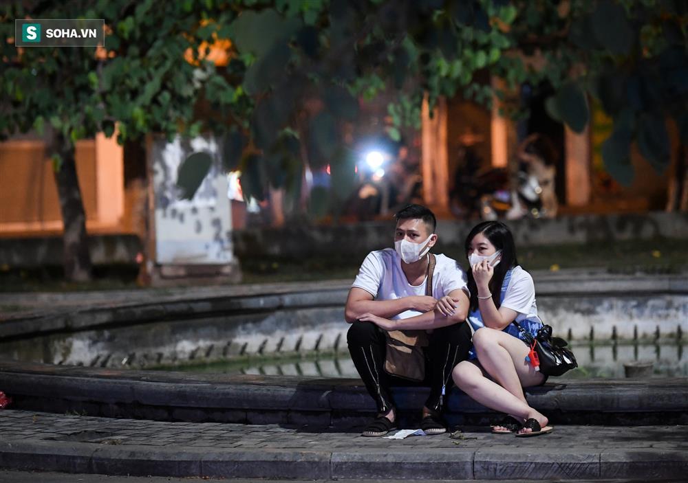 Đường phố Hà Nội vắng vẻ đến bất ngờ sau lời kêu gọi người dân ở nhà của lãnh đạo Thành phố-12