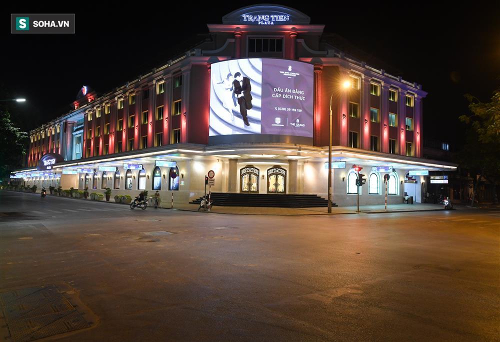 Đường phố Hà Nội vắng vẻ đến bất ngờ sau lời kêu gọi người dân ở nhà của lãnh đạo Thành phố-3