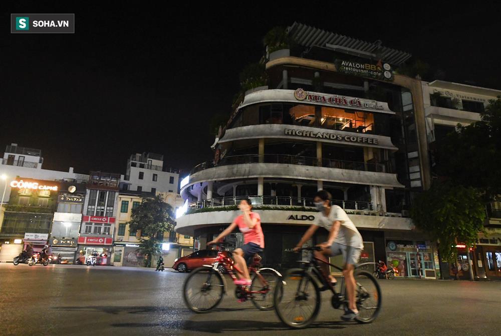Đường phố Hà Nội vắng vẻ đến bất ngờ sau lời kêu gọi người dân ở nhà của lãnh đạo Thành phố-7