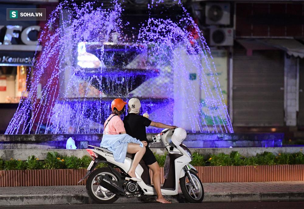 Đường phố Hà Nội vắng vẻ đến bất ngờ sau lời kêu gọi người dân ở nhà của lãnh đạo Thành phố-9