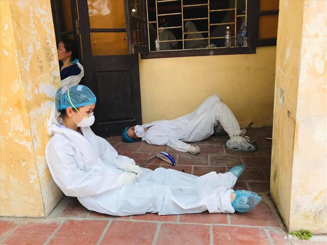 F0 ở bệnh viện dã chiến: Không có wifi, tắc bồn cầu cũng chửi bác sĩ, bấm nút báo cháy cho cả tòa nhà náo loạn-3