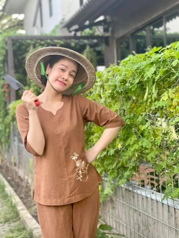 Nhật Kim Anh hóa nông dân chăm sóc vườn rau xanh mướt vào mùa dịch-2