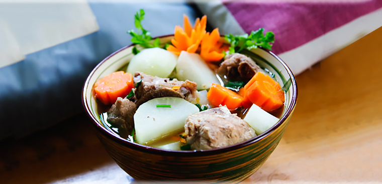 Ở nhà ngày dịch, Gil Lê vào bếp nấu nui hầm sườn non rau củngon lành, đẹp mắt không thua gì nhà hàng-11