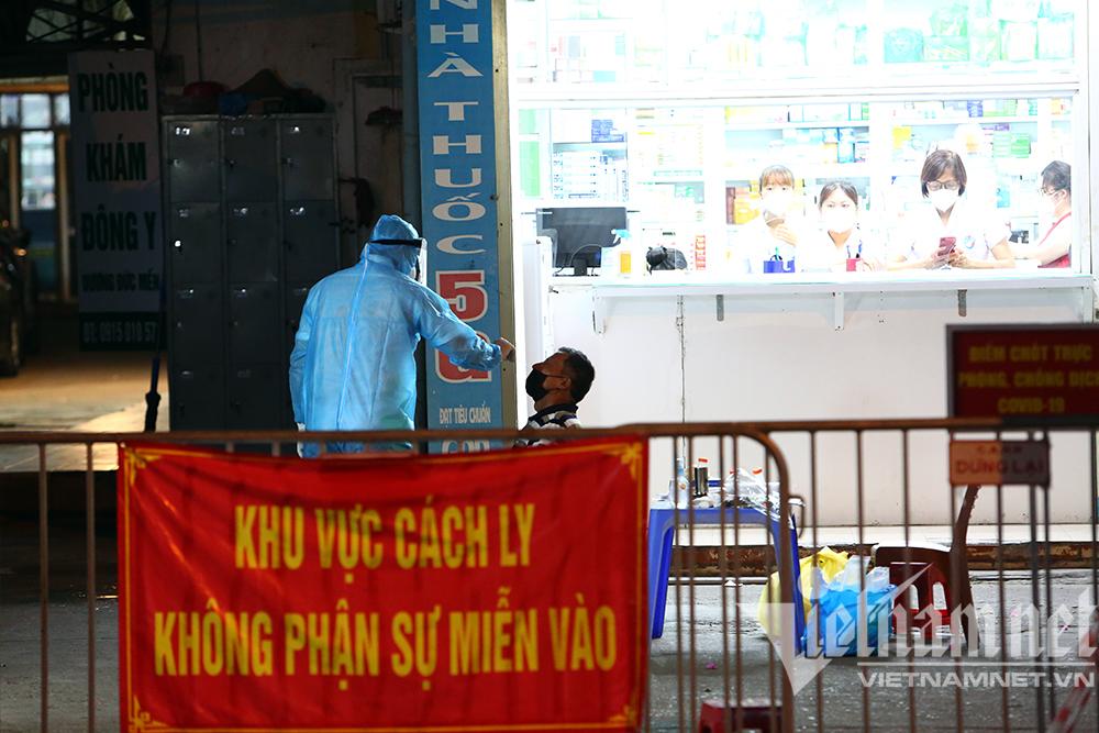 Ba ca dương tính nCoV liên quan nhà thuốc, Hà Nội xét nghiệm khẩn hàng trăm người-7