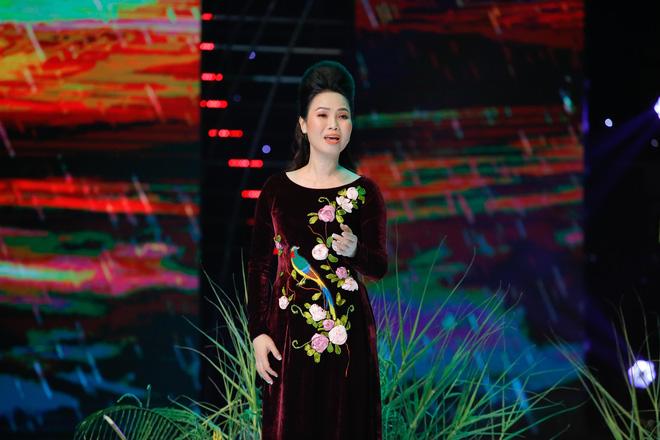 Phi Nhung: Bầu show chạy ra chắp tay lạy khán giả, xin cho tôi được hát 3 bài thôi nhưng không ai chịu-3