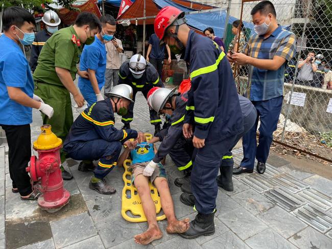 Hà Nội: Giải cứu cháu bé tự kỉ mắc kẹt 2 ngày trong khe hở giữa 2 nhà dân-3
