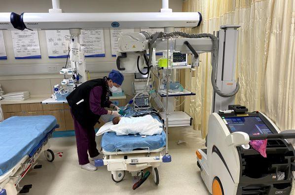 Bé sơ sinh 7 ngày tuổi bị sặc sữa tím tái toàn thân, không còn nhịp tim và hơi thở-2