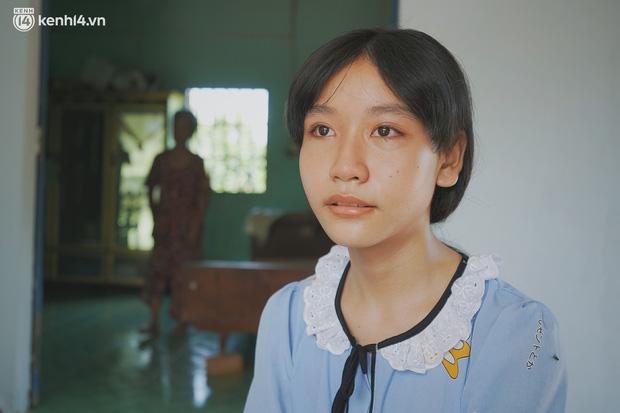 Mẹ bỏ đi, nữ sinh 14 tuổi khóc cạn nước mắt, cầu xin một cơ hội để cứu lấy người cha mắc bệnh hiểm nghèo-1