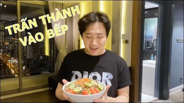Hari Won vụng về bếp núc, Trấn Thành lạinấu ăn siêu ngon, nghỉ dịch ở nhà trình nấu nướng càng lên tay-6