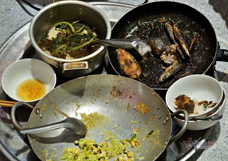 Bữa cơm từ rau, củ hỏng mót ở chợ của chị công nhân thất nghiệp-2