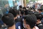 Hà Nội: Người dân né chốt, nửa đêm đến hồ Gươm tập thể dục dù công an canh gác xuyên đêm-23