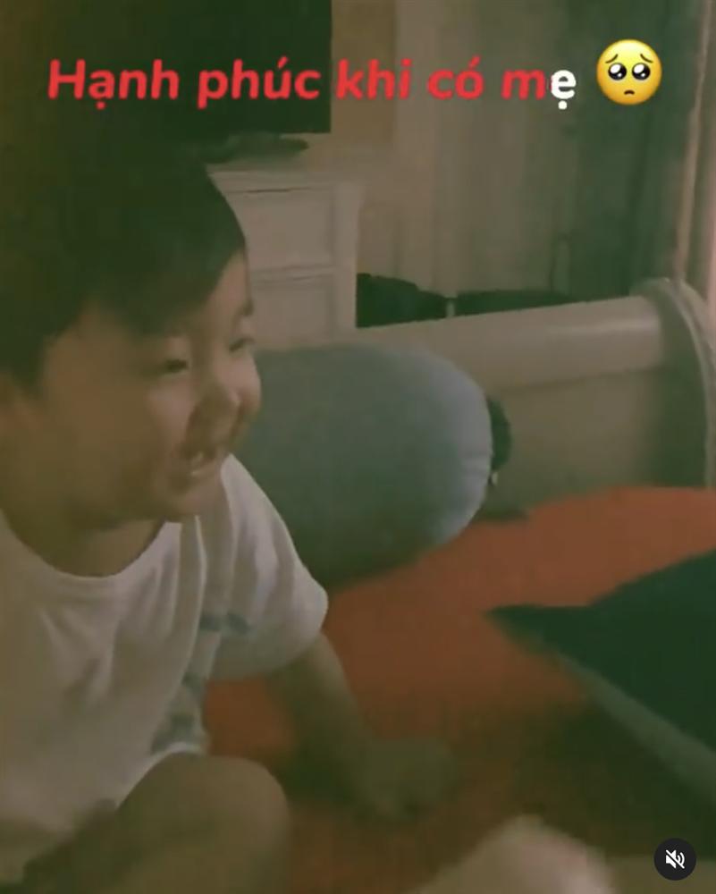 Con trai Hoà Minzy chỉ nói đúng 1 câu mà thu về hơn 330 nghìn lượt thả tim, quá đáng yêu là có thật-2