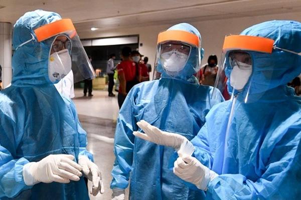 Gia đình 5 người từ TP.HCM về Hà Nội nhiễm nCoV
