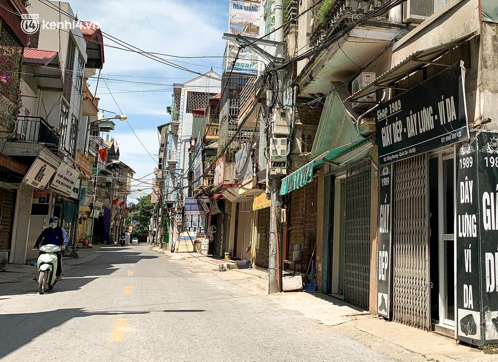 Hà Nội: Bộ tư lệnh Thủ đô dùng xe chuyên dụng, phun khử khuẩn toàn bộ thị trấn Quốc Oai-12