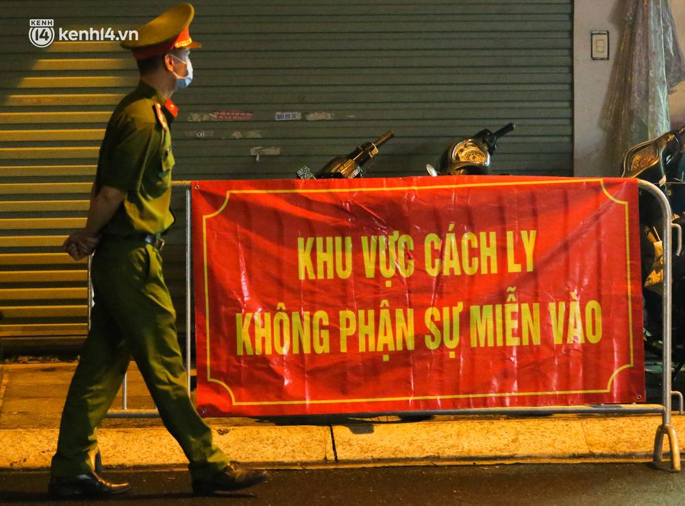 Hà Nội: Phong toả, lấy mẫu xét nghiệm xuyên đêm cho người dân sau 2 ca dương tính SARS-CoV-2 mới tại Tây Hồ-3