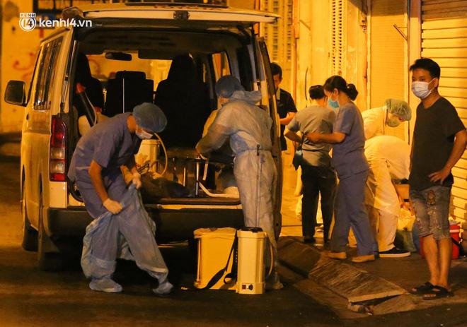 Hà Nội: Phong toả, lấy mẫu xét nghiệm xuyên đêm cho người dân sau 2 ca dương tính SARS-CoV-2 mới tại Tây Hồ-7