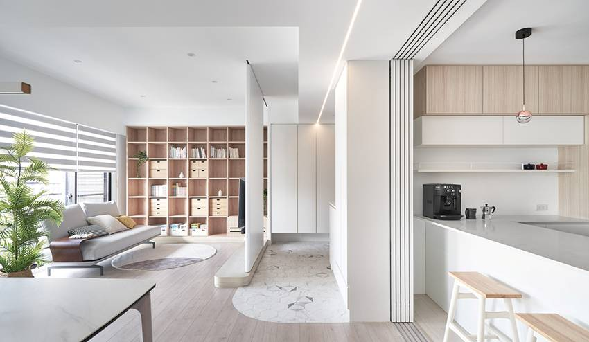 Căn nhà của một bác sĩ sẽ trông thế nào? Bức tường tivi được thiết kế trượt độc đáo, dù 80% nhà được phủ màu trắng nhưng không hề lạnh lẽo nhờ áp dụng cách này-1