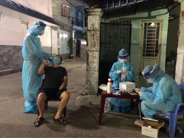 Lập bàn thờ vọng cho nữ sinh viên Hải Dương chống dịch Covid-19 ở TP.HCM chịu tang cha-1