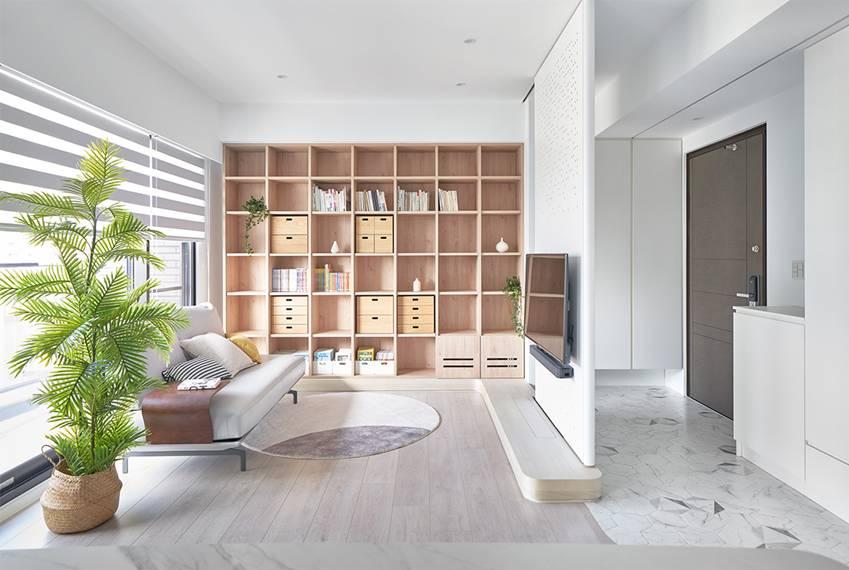 Căn nhà của một bác sĩ sẽ trông thế nào? Bức tường tivi được thiết kế trượt độc đáo, dù 80% nhà được phủ màu trắng nhưng không hề lạnh lẽo nhờ áp dụng cách này-6