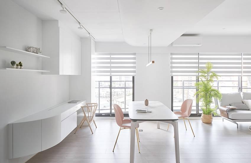 Căn nhà của một bác sĩ sẽ trông thế nào? Bức tường tivi được thiết kế trượt độc đáo, dù 80% nhà được phủ màu trắng nhưng không hề lạnh lẽo nhờ áp dụng cách này-7