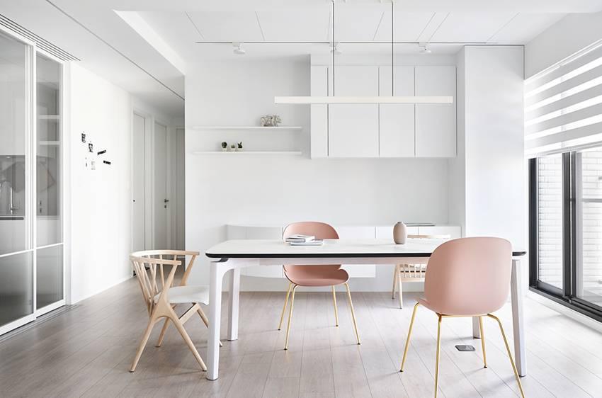 Căn nhà của một bác sĩ sẽ trông thế nào? Bức tường tivi được thiết kế trượt độc đáo, dù 80% nhà được phủ màu trắng nhưng không hề lạnh lẽo nhờ áp dụng cách này-8