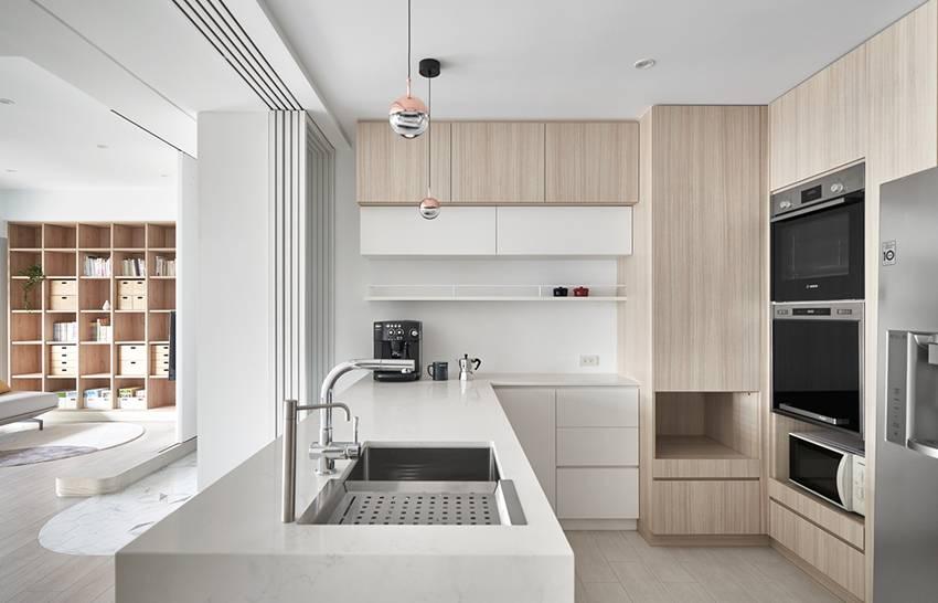 Căn nhà của một bác sĩ sẽ trông thế nào? Bức tường tivi được thiết kế trượt độc đáo, dù 80% nhà được phủ màu trắng nhưng không hề lạnh lẽo nhờ áp dụng cách này-11
