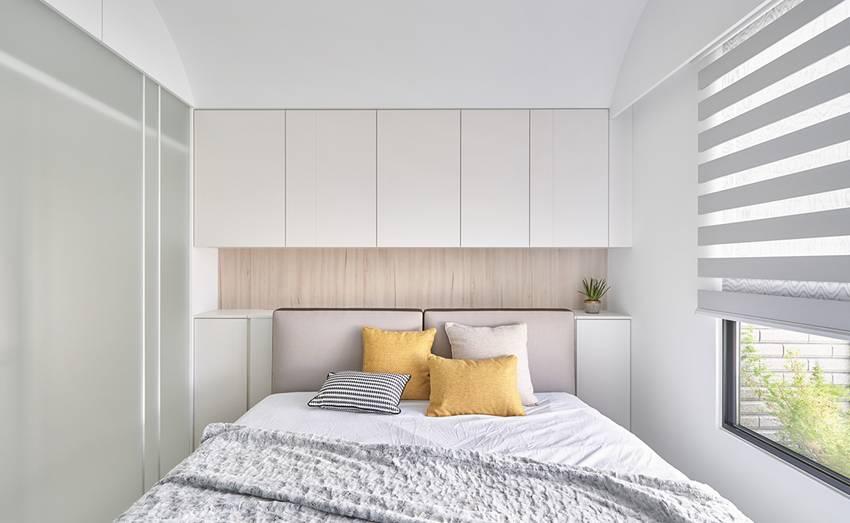 Căn nhà của một bác sĩ sẽ trông thế nào? Bức tường tivi được thiết kế trượt độc đáo, dù 80% nhà được phủ màu trắng nhưng không hề lạnh lẽo nhờ áp dụng cách này-13
