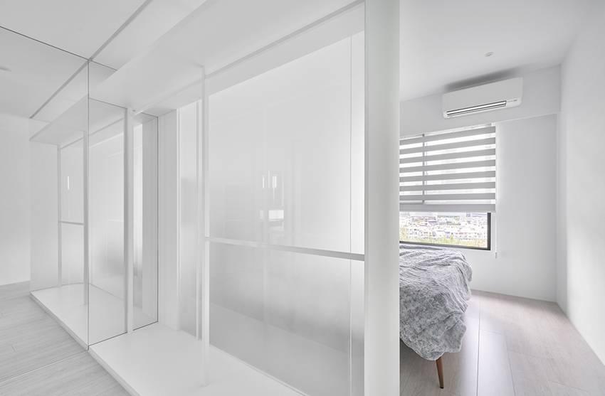 Căn nhà của một bác sĩ sẽ trông thế nào? Bức tường tivi được thiết kế trượt độc đáo, dù 80% nhà được phủ màu trắng nhưng không hề lạnh lẽo nhờ áp dụng cách này-15