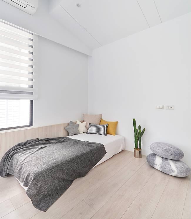Căn nhà của một bác sĩ sẽ trông thế nào? Bức tường tivi được thiết kế trượt độc đáo, dù 80% nhà được phủ màu trắng nhưng không hề lạnh lẽo nhờ áp dụng cách này-18