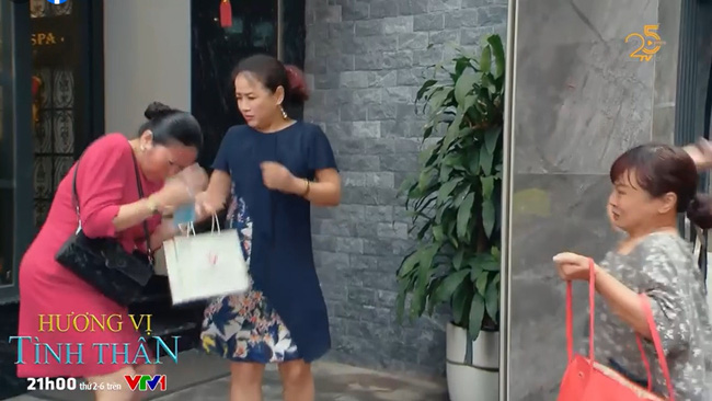 Hương vị tình thân tập 68: Bà Bích tấn công bà Sa, bị tố lên công an-1