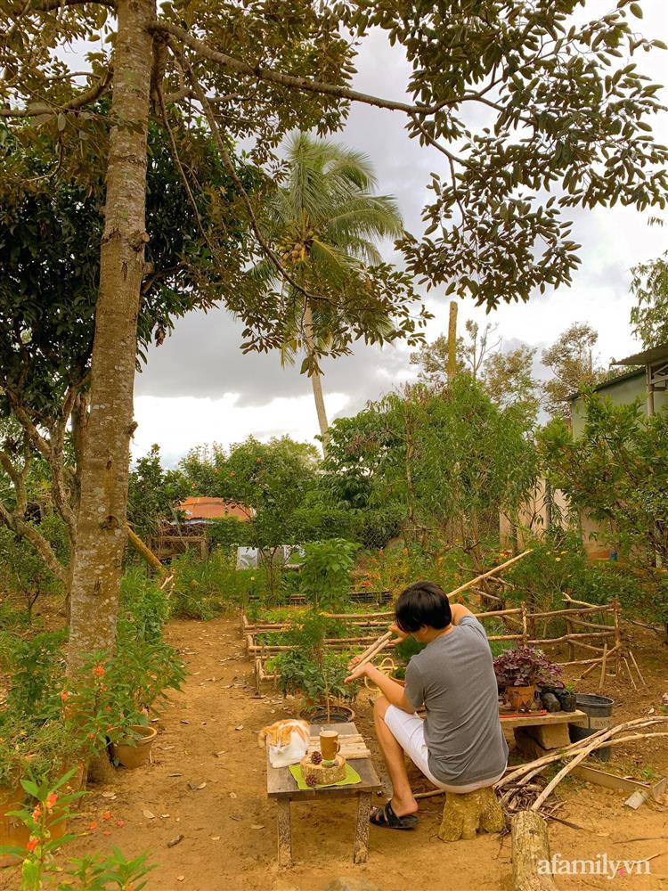 Cuộc sống yên bình bên khu vườn 2000m² sau hai năm bỏ phố về quê của cặp vợ chồng 9X-8