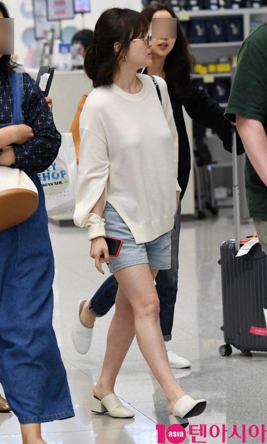 Bóc mẽ sự thật về đôi chân của Song Hye Kyo mỗi khi chụp hình thời trang-2