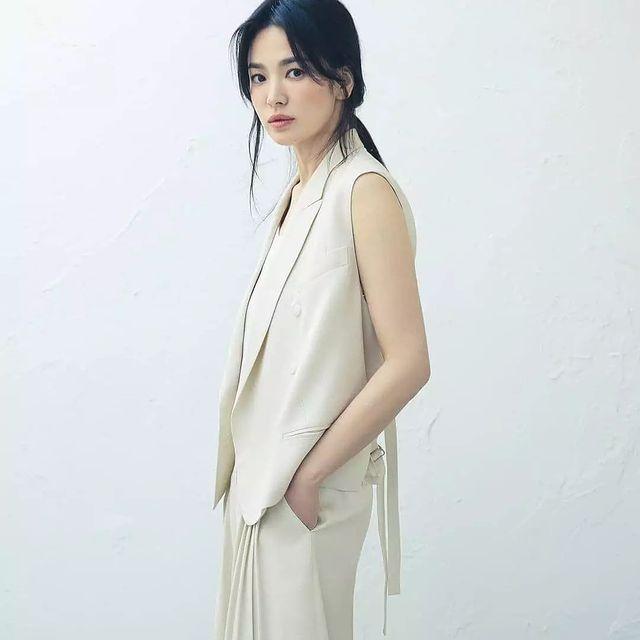Bóc mẽ sự thật về đôi chân của Song Hye Kyo mỗi khi chụp hình thời trang-3