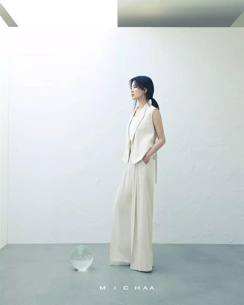 Bóc mẽ sự thật về đôi chân của Song Hye Kyo mỗi khi chụp hình thời trang-4