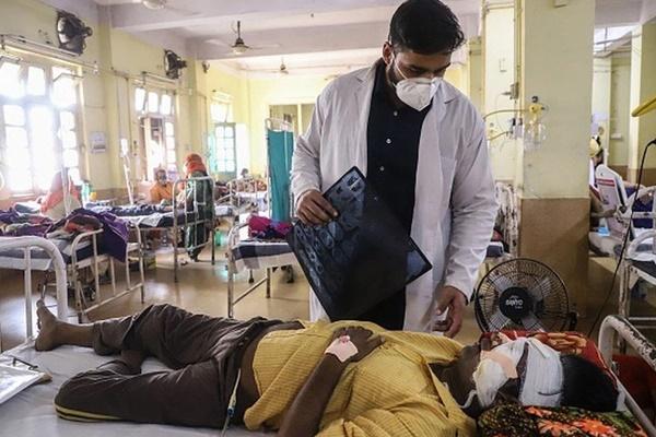 Thảm kịch ở Ấn Độ: Hàng nghìn bệnh nhân khỏi COVID-19 lại tử vong vì loại bệnh làm hoại tử não-1